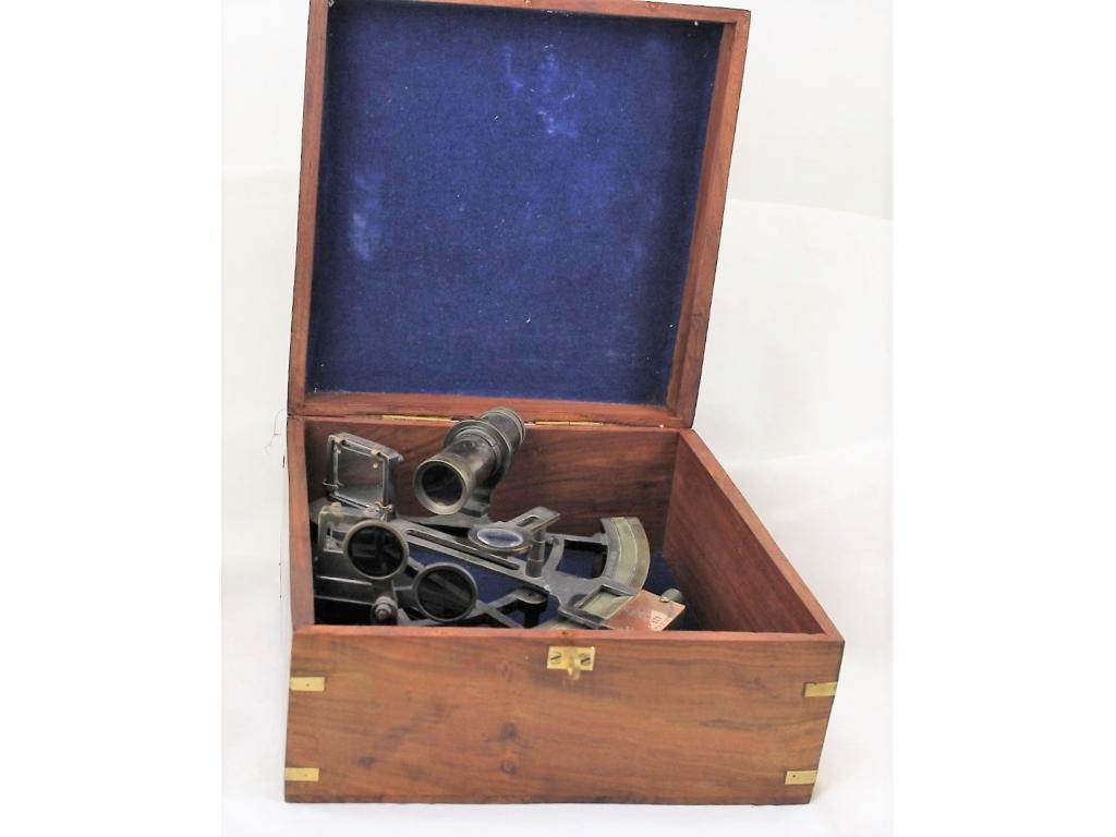 601 Секстант античен в кутия